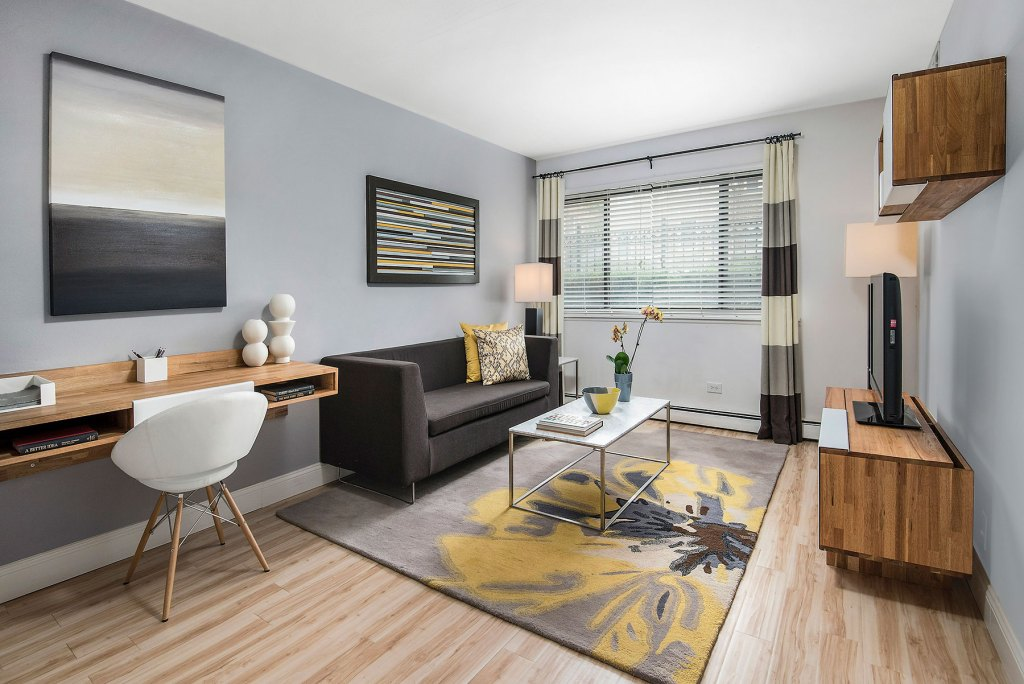 Chicago Apartments, Lakeview, 536 W Addison Living Room