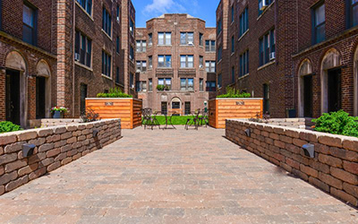 Chicago Apartments, Lakeview, 632 W Addison Courtyard