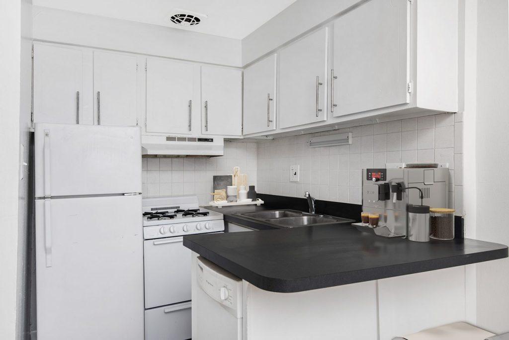 Chicago Apartments, Lakeview, 455 W Wellington Kitchen
