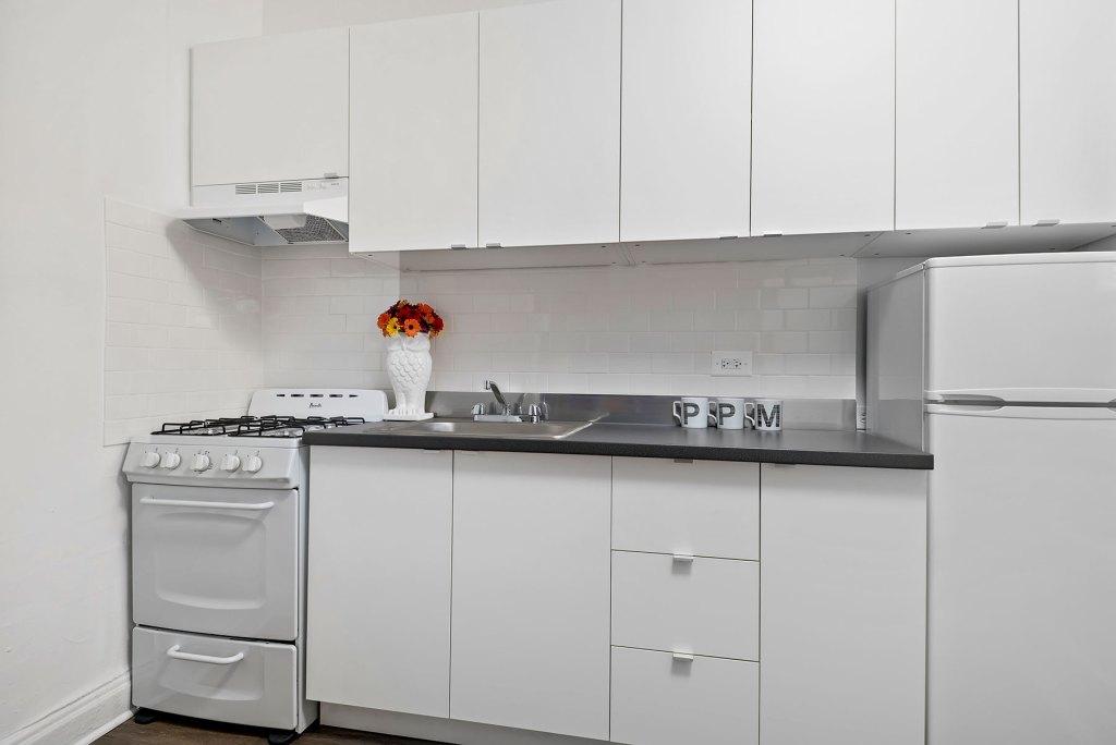 Chicago Apartments, Lakeview, 632 W Addison Kitchen