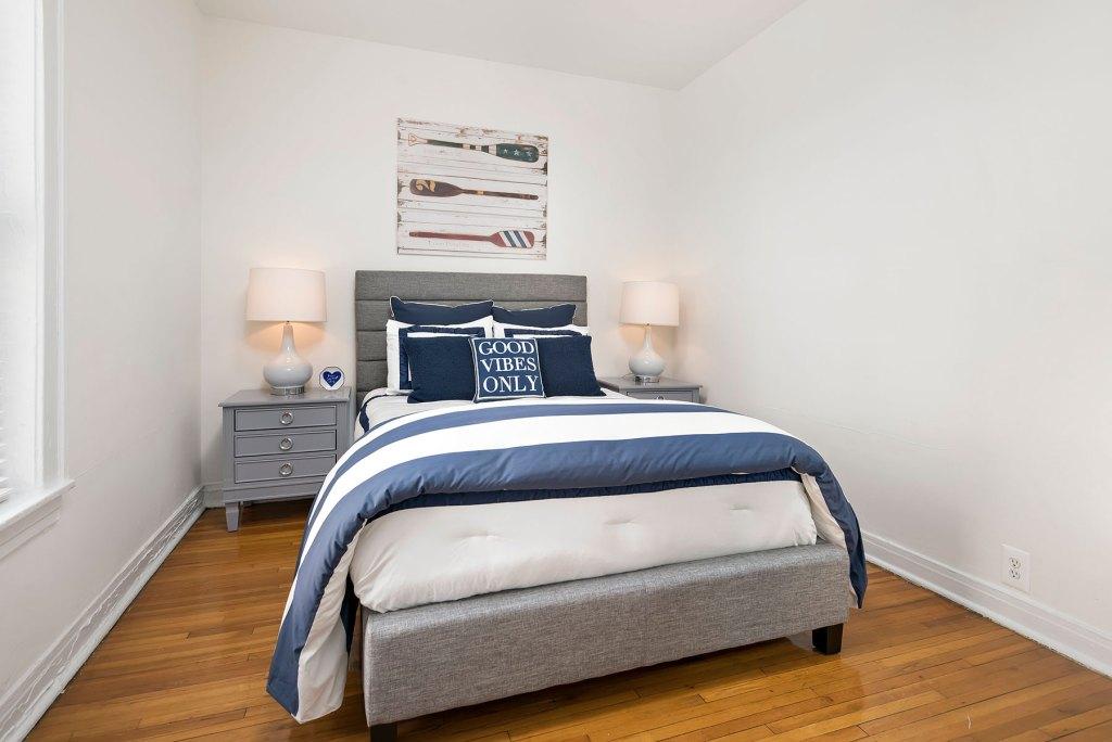 Chicago Apartments, Lakeview, 632 W Cornelia Bedroom