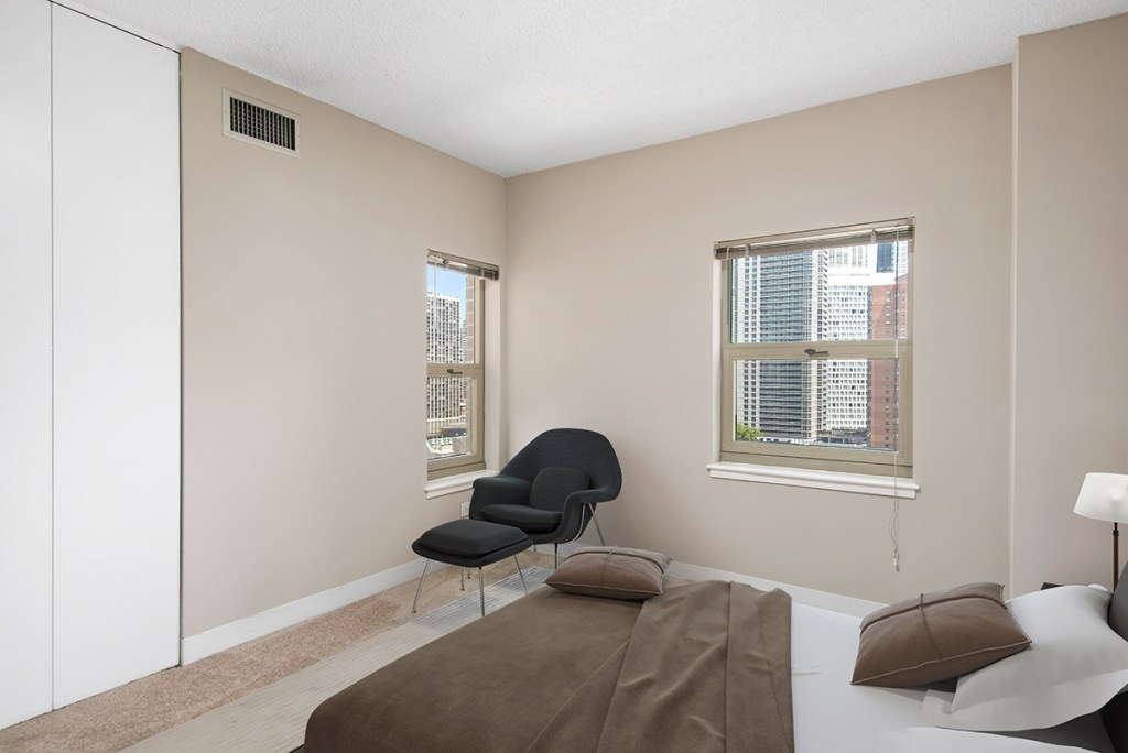 100 W Chestnut Bedroom with View Interior Chicago Apartments River North - 3