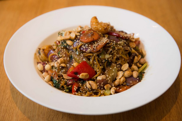 Chicago Apartments, Earl's Kitchen and Bar, Kung Pao