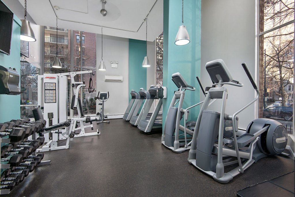 55 W Chestnut Fitness Center Interior Chicago Apartments River North - 1