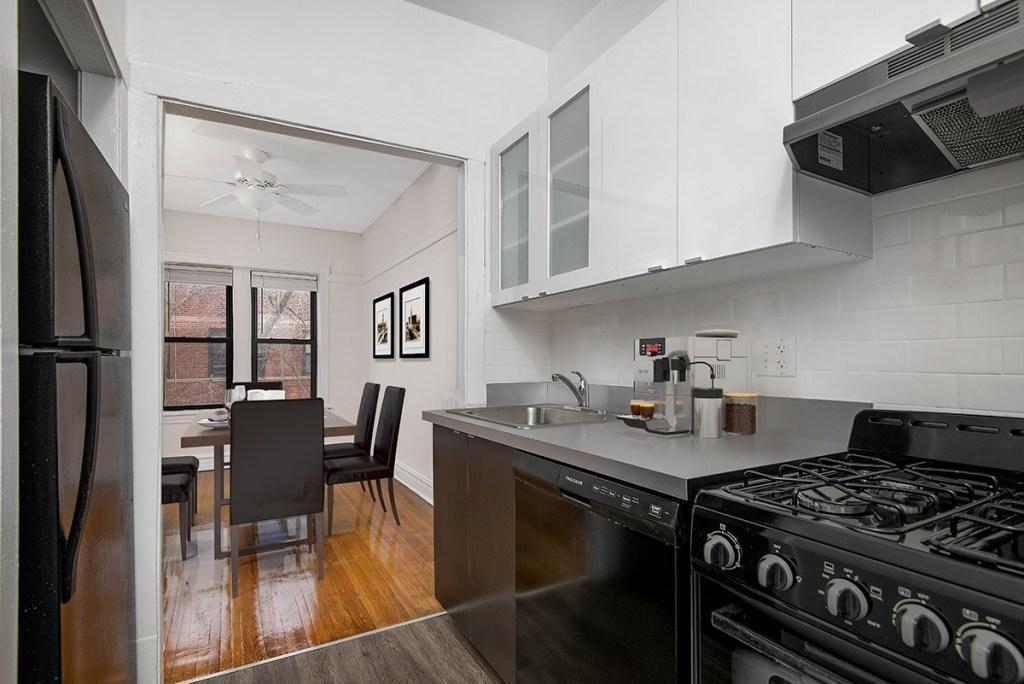Chicago Apartments, Lakeview, 634 W Cornelia One Bedroom