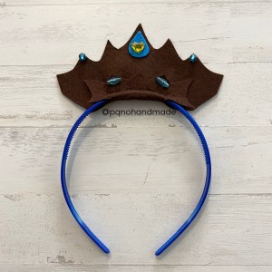 corona fieltro marron con diadema