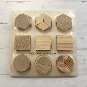 Puzzle mediano de madera natural con 9 piezas enteras y divididas en 2 y 3