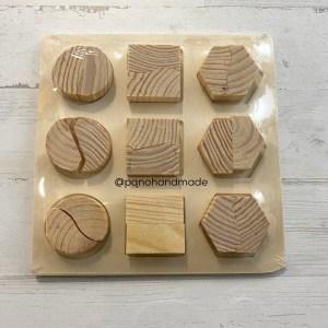 Puzzle mediano de madera natural con 9 piezas enteras y divididas en 2