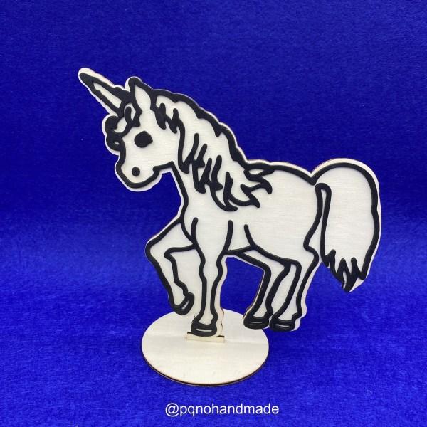 Unicornio de madera natural para pintar montado manualidades