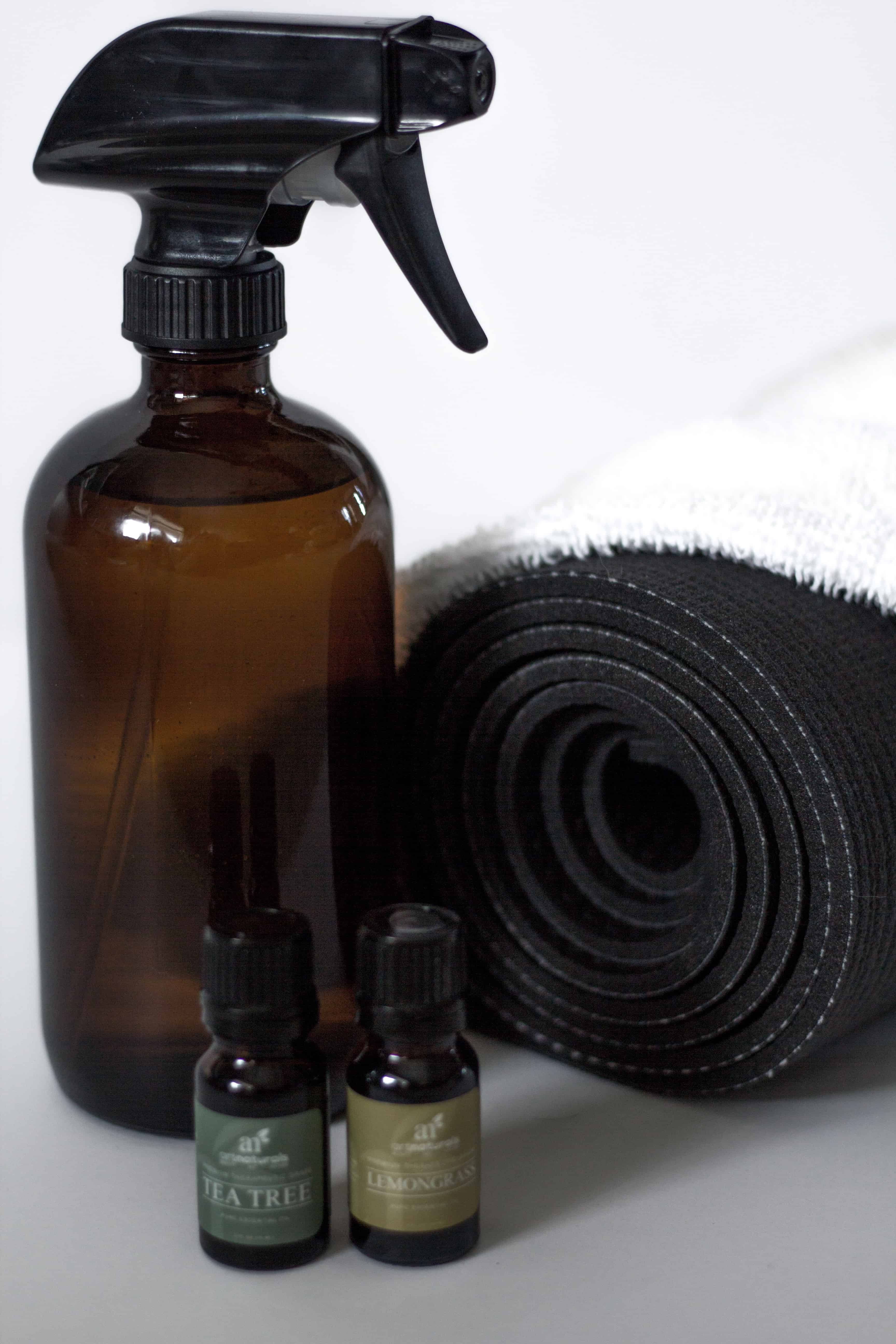 It's so important to keep your yoga mat clean. Turns out it's super easy too with this yoga mat cleaner!