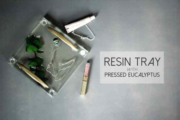 This DIY resin tray is such a pretty way to keep your jewelry or other trinkets.