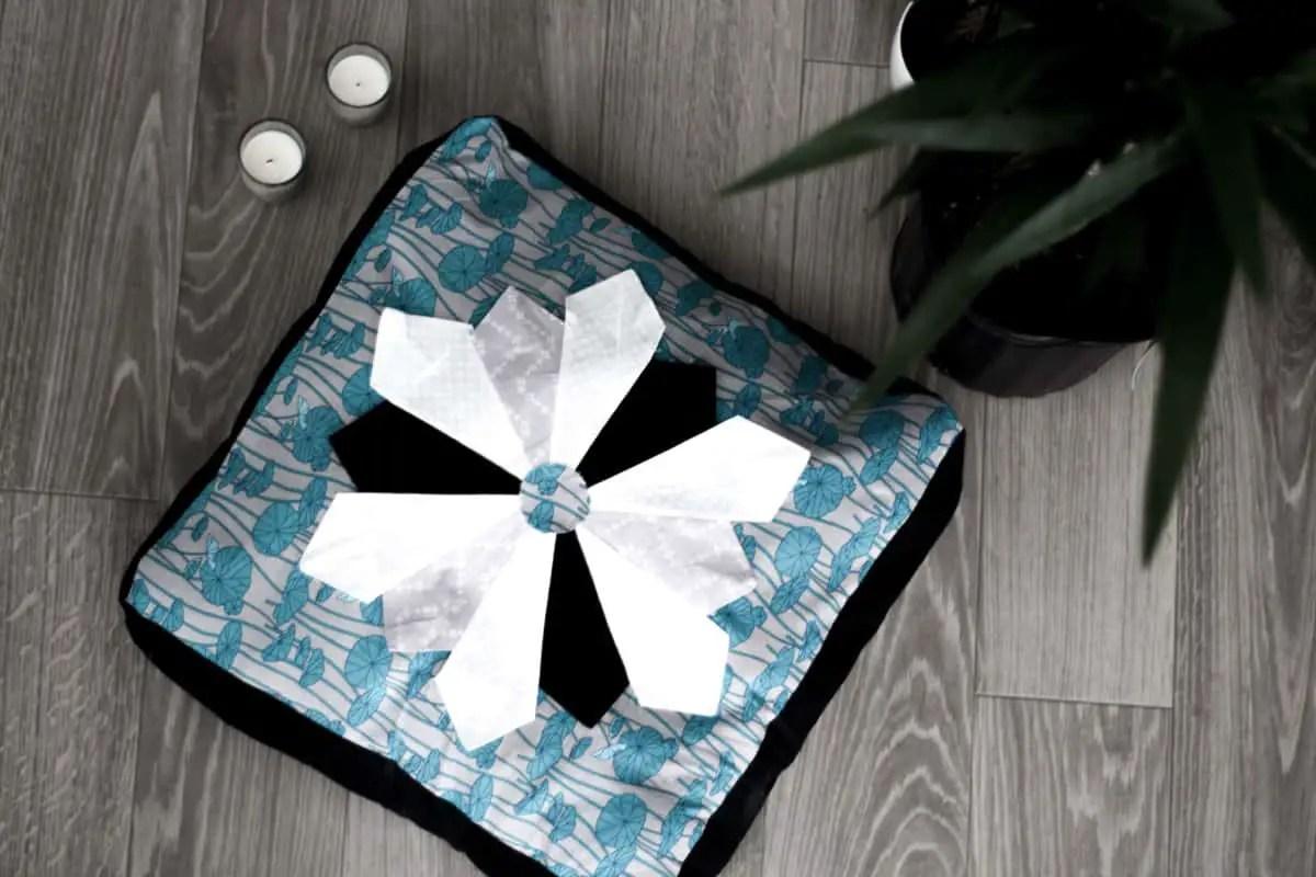 DIY Dresden Plate Meditation Pillow