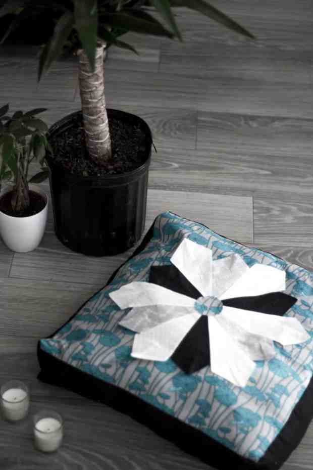 Every home needs a meditation cushion and this dresden plate template makes such an amazing design! This is a perfect intro to quilting too!