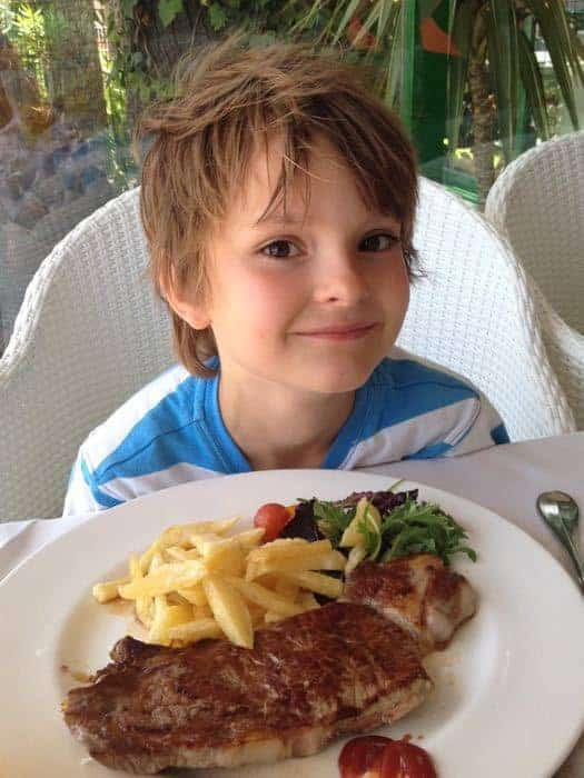 Enormous child's portion of steak at Restaurant Ulía Benidorm