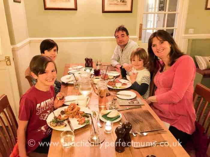 White Hart Hotel, Motetonhampstead. Family friendly restaurants in Dartmoor