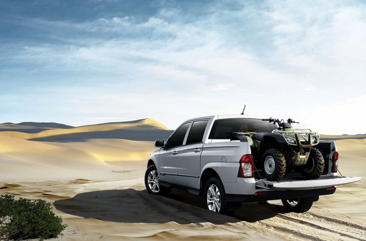 In the sand the Ssangyong Actyon Sports low-set front suspension arms can act like grader blades bogging it soft sand