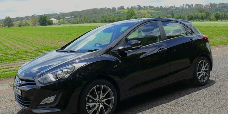 Our Hyundai i30 SR long-termer is a manual transmission-equipped car