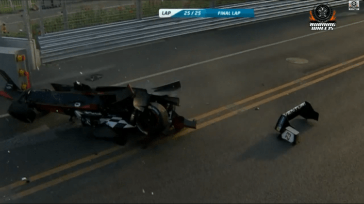 FormulaE race ends with a crash