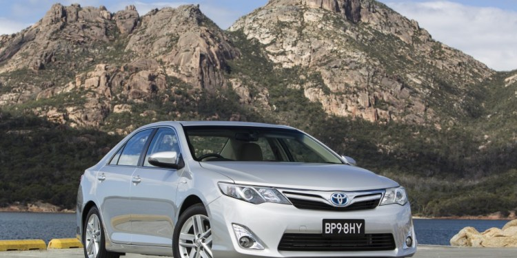 Toyota Camry now standard with reversing camera