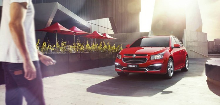 Facelifted 2015 Holden Cruze revealed - on-sale January 20