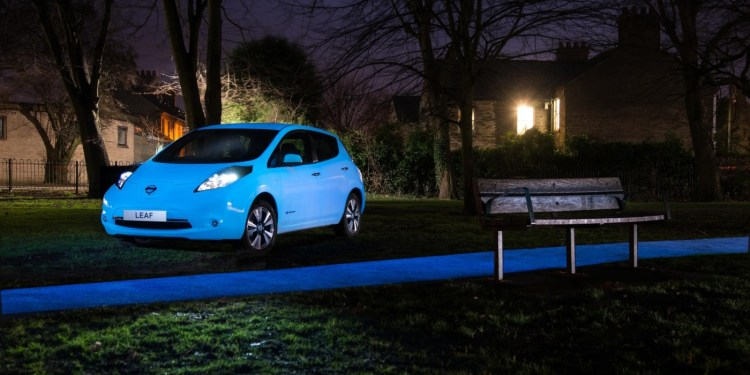 Nissan paints a Leaf in glow in the dark paint