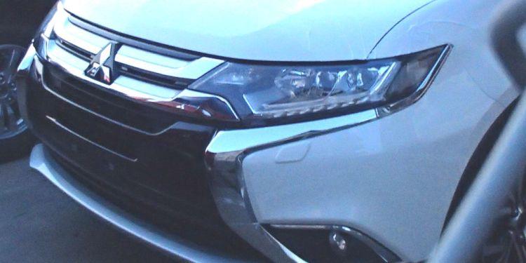 2016 Mitsubishi Outlander spied