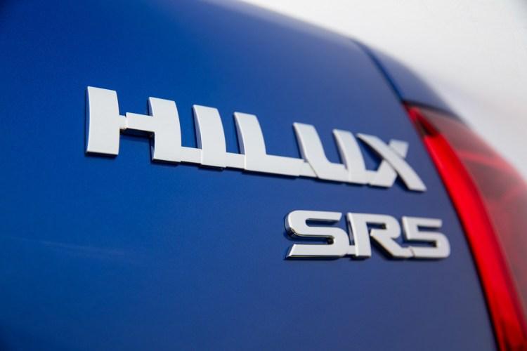 2016 Toyota HiLux SR5 badge