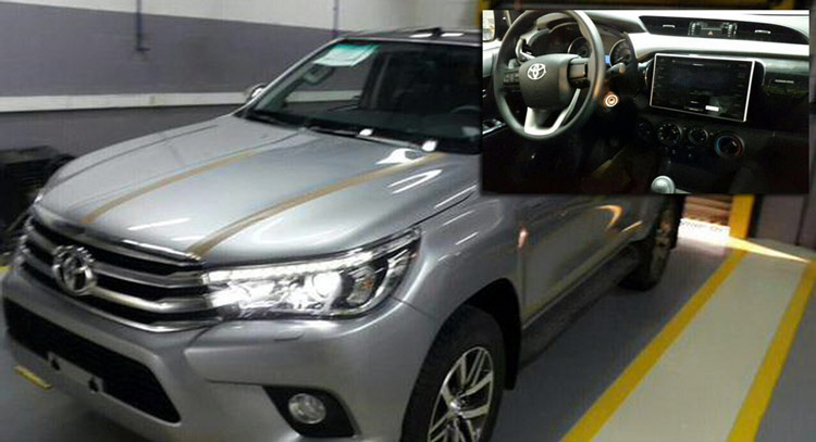 2016 Toyota HiLux spied inside and out