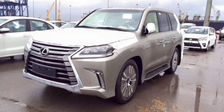 Refreshed 2016 Lexus LX 570 spied undisguised
