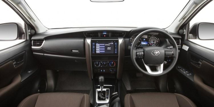 2016 Toyota Fortuner interior revealed