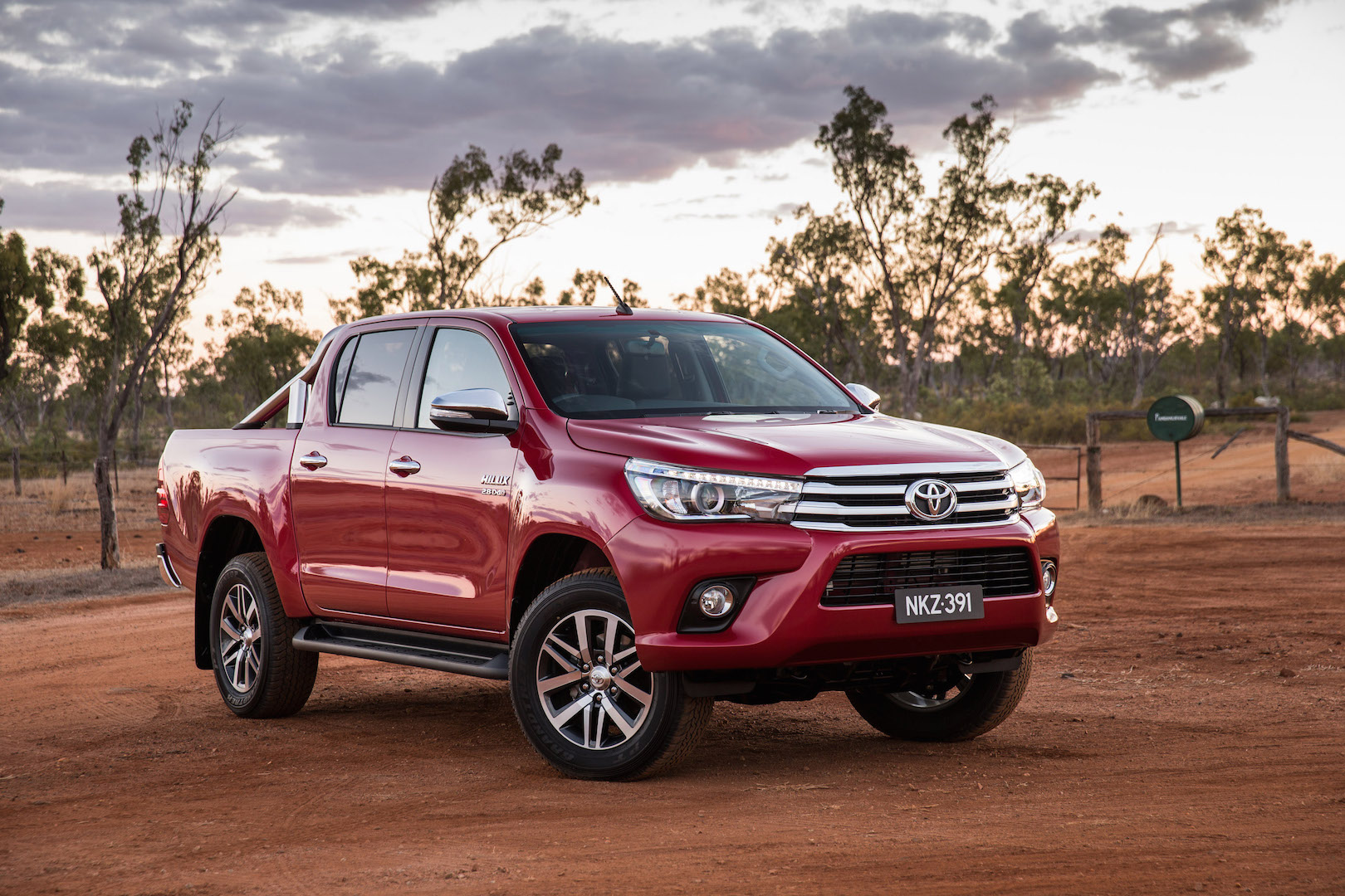 2016 toyota hilux sr 4x4 cab chassis review caradvice - 2016 Toyota Hilux Car Review