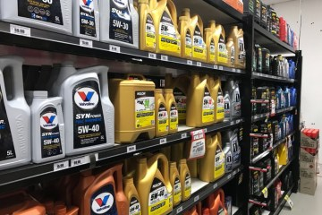 How many times have you been told, or read it on the internet that you should change your oil either every 5000km or after the first 5000km of travel.