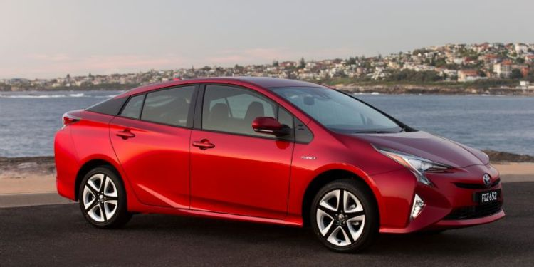 Toyota to roll out more electric cars