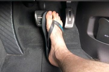 VW Touareg footwell thongs driving