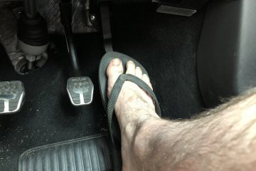 Driving while wearing thongs
