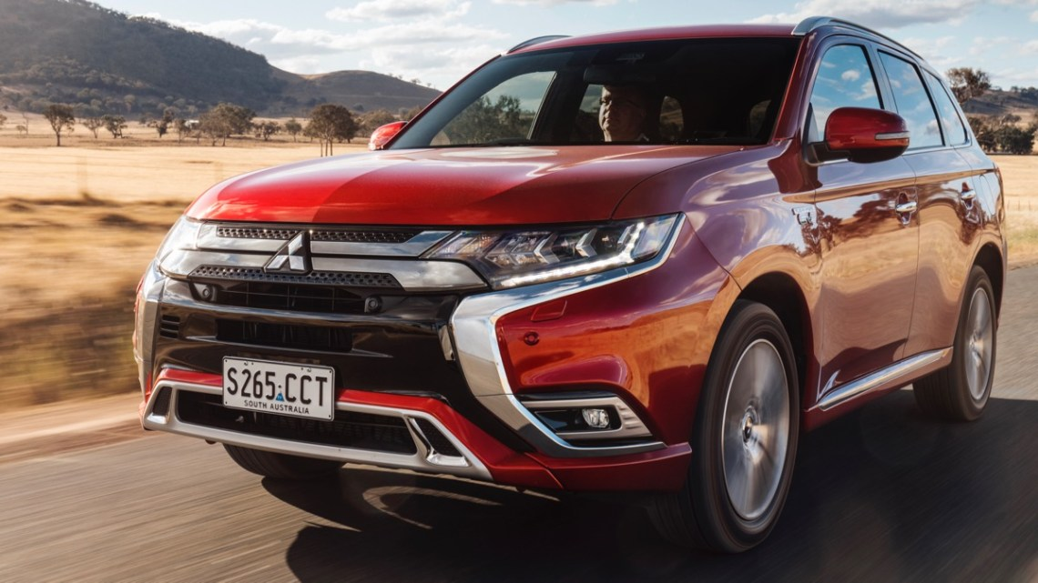 Mitsubishi Outlander PHEV 2020 driving