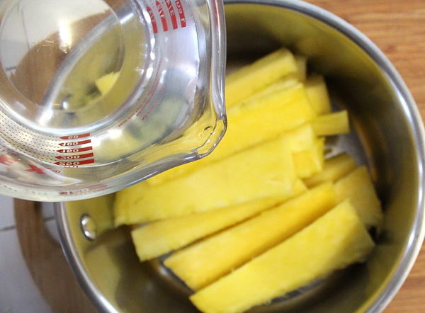 Cooking Pineapple Cores for Juice