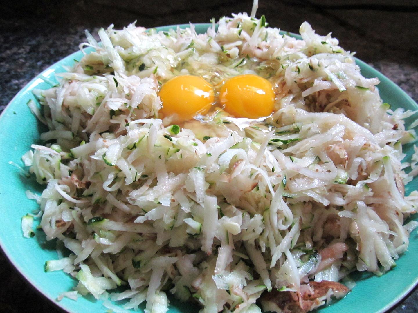 Adding eggs to latkes