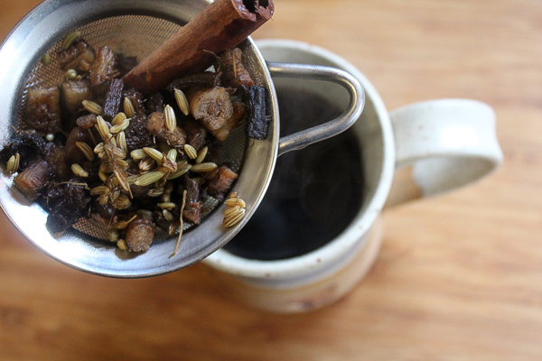 straining dandelion coffee