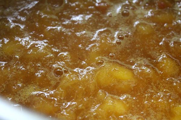 cooking peach jam