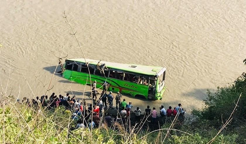 काँकडभिट्टाबाट काठमाडौं हिडेको बस त्रिसुलीमा खस्यो, ७ जनाको मृत्यु