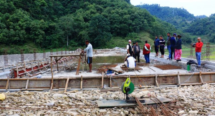 मोटर चल्ने तीन पुल निर्माण शुरु