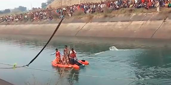भारतकाे मध्य प्रदेशमा बस दुर्घटना : कम्तीमा ३७ जनाकाे ज्यान गयाे