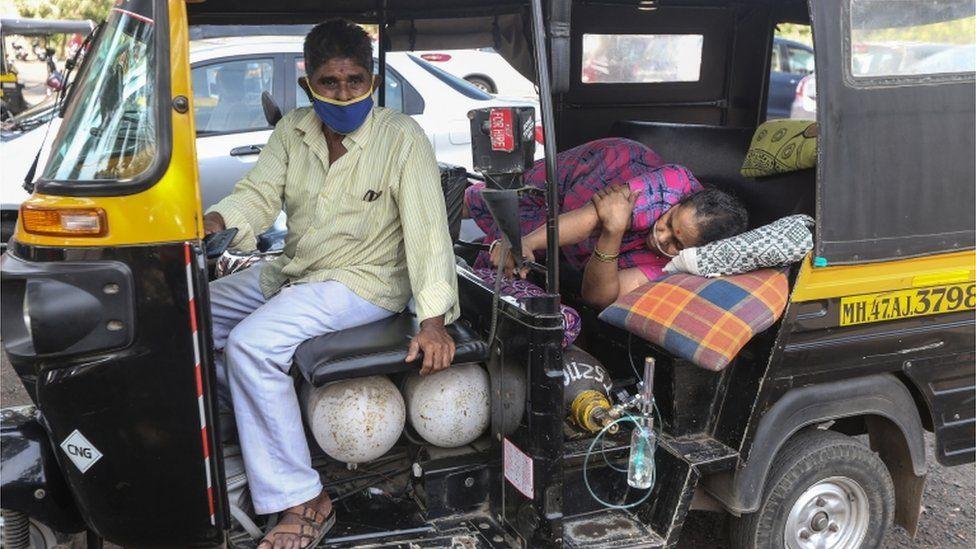 दिल्लीका अस्पतालहरुमा अक्सिजन पूर्णरुपमा सकियो, अक्सिजन कुर्दाकुर्दै ज्यान गुमाउदै बिरामी