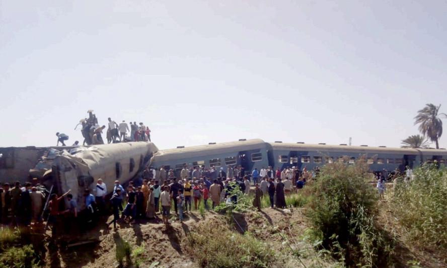 ताइवान रेल दुर्घटनामा कम्तीमा ४० जनाको मृत्यु भएको आशङ्का