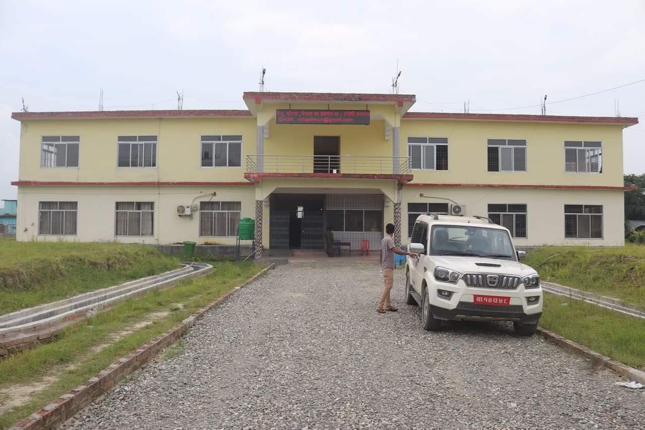 रंगेली बजार क्षेत्र पुर्णरुपमा शिल, दुध र स्वास्थ्य सेवा मात्र खुल्ला रहने