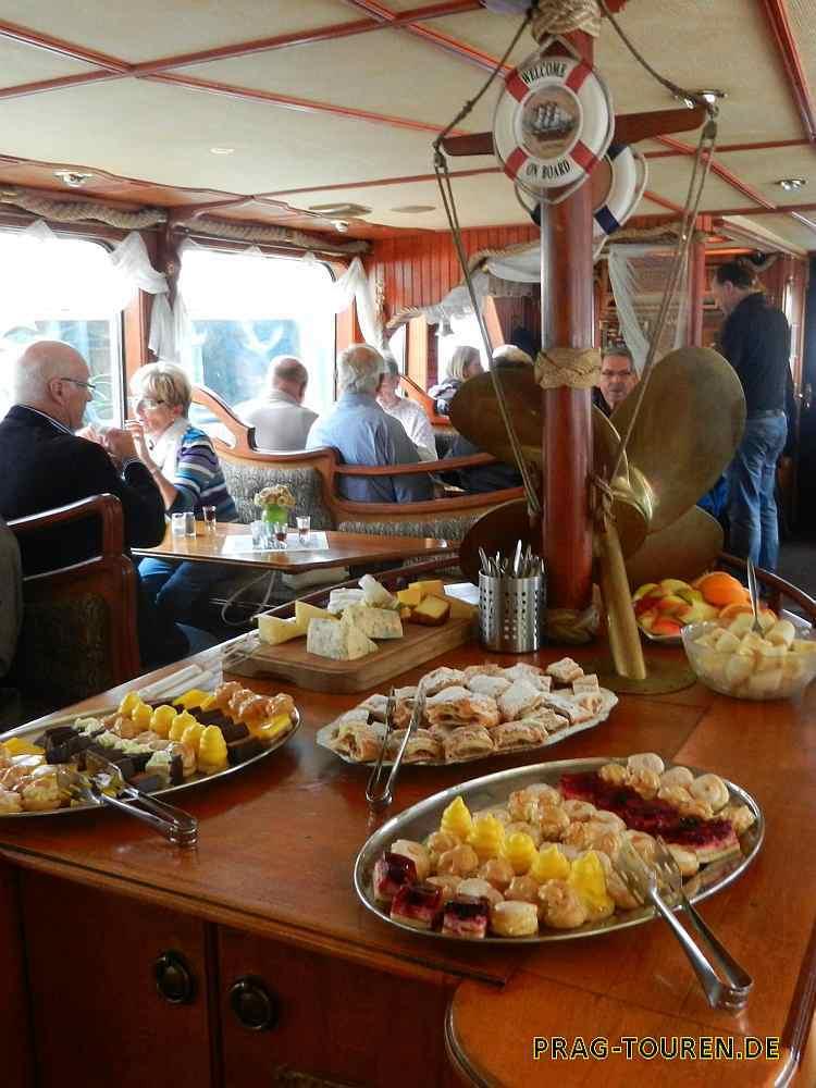 Moldau Schifffahrten Und Bootsfahrten In Prag Prag