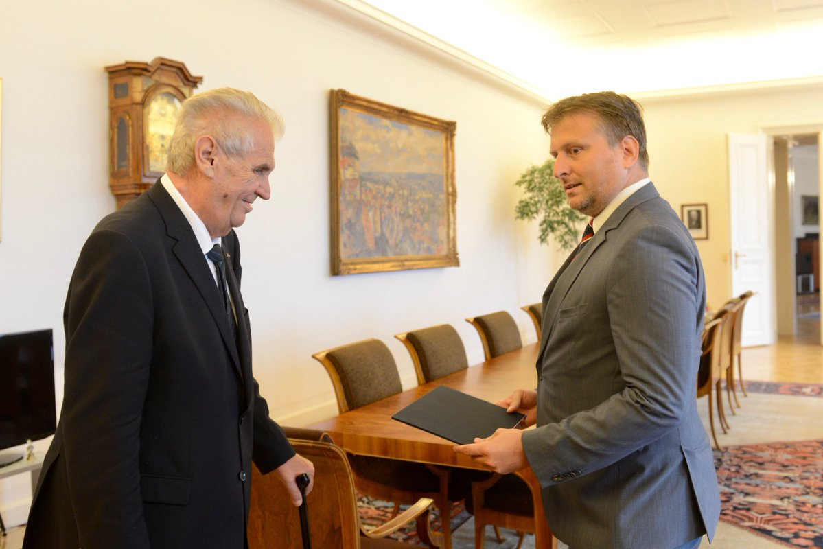Zeman appoints Knezinek