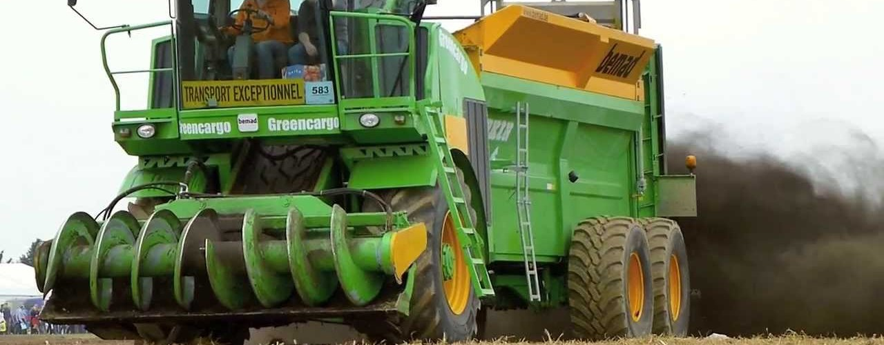 Self-Propelled and Self-Loading Manure Spreader