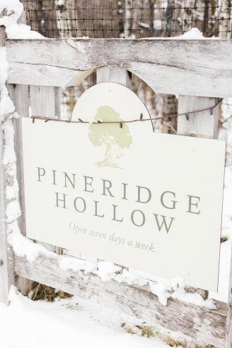 PineridgeHollowWinterWedding_28